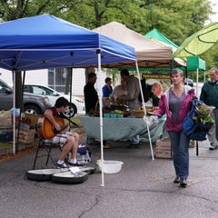 Photo taken at Oberlin Farmers Market by Edsel L. on 9/12/2015