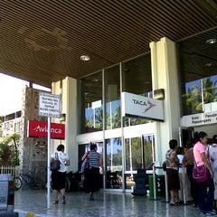 Photo taken at Aeropuerto Internacional Monseñor Óscar Arnulfo Romero (SAL) by Don D. on 11/26/2012