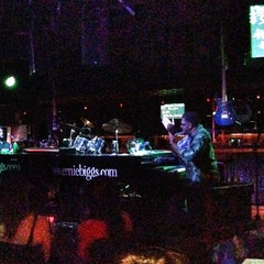 Photo taken at Ernie Biggs Chicago Style Dueling Piano Bar by Mike L. on 3/9/2013