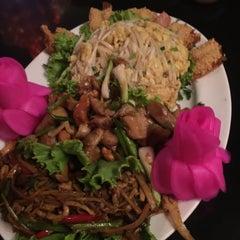 Photo taken at ภัตตาคาร ไออาต้า-พาต้า (Iata-Pata Restaurant) by Joyhae P. on 11/22/2015