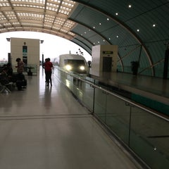 Photo taken at 磁悬浮龙阳路站 Maglev Train Longyang Road Station by K.Bird on 2/28/2013