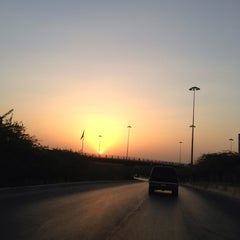 Photo taken at طريق الملك خالد - السفارات / King Khaled Road by Abdulrahman♌️ ⚡. on 10/16/2013