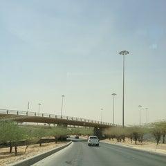 Photo taken at طريق الملك خالد - السفارات / King Khaled Road by Abdulrahman♌️ ⚡. on 9/12/2013