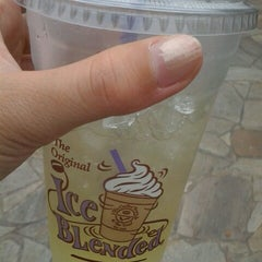 Photo taken at The Coffee Bean & Tea Leaf by uca l. on 4/14/2013