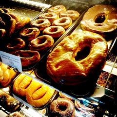 Photo taken at Round Rock Donuts by Jin C. on 9/22/2012