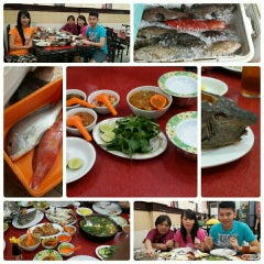 Photo taken at RM Seafood Apong by Sherly J. on 10/23/2015