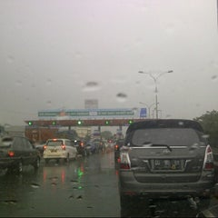 Photo taken at Gerbang Tol Parangloe by Sherly J. on 1/4/2014