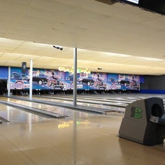 Photo taken at Flaherty's Arden Bowl by Mr. E. on 10/13/2012