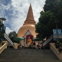 Photo taken at วัดพระปฐมเจดีย์ฯ (Wat Phra Pathom Chedi) by Noo t. on 6/6/2013