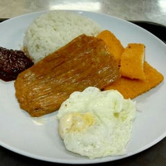 Photo taken at Fong Seng Fast Food Nasi Lemak by David C. on 7/22/2015