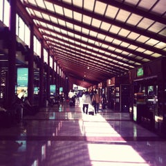 Photo taken at Soekarno-Hatta International Airport (CGK) by Terng R. on 7/23/2013