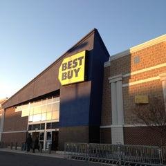 Photo taken at Best Buy by sneakerpimp on 11/25/2012