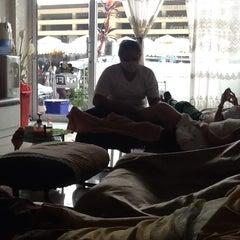 Photo taken at Sabai Thai massage by Peerapod Pong C. on 1/6/2014