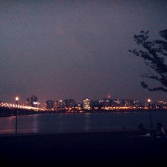 Photo taken at 여의도 한강공원 (Yeouido Hangang Park) by Go-Woon M. on 5/14/2013