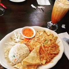 Photo taken at Kozy Corner Thai Cuisine by Charity on 6/9/2015