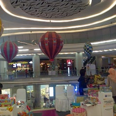 Photo taken at Lotte Shopping Avenue by Ratih P. on 7/27/2013