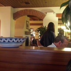 Photo taken at Olive Garden by Eric S. on 3/29/2014