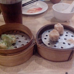 Photo taken at Bamboo Dimsum by wening a. on 1/30/2014