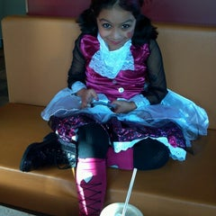 Photo taken at Taco Bell by Bevelene W. on 10/13/2012