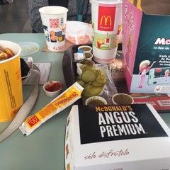 Photo taken at McDonald's by Panterita A. on 11/17/2015