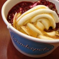 Photo taken at Wonderpots Frozen Yogurt by Ulrike on 2/2/2013