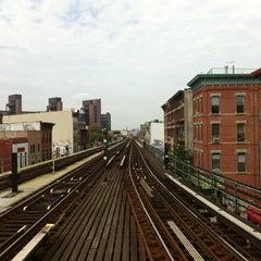 Photo taken at MTA Subway - Myrtle Ave/Broadway (J/M/Z) by Amp J. on 9/26/2012