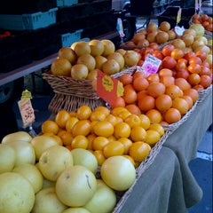 Photo taken at Hollywood Farmer's Market by Stuart H. on 2/24/2013
