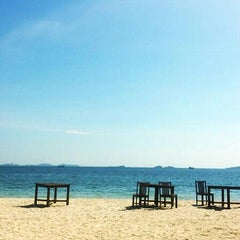 Photo taken at Mooban Talay Resort (หมู่บ้านทะเลรีสอร์ท) by Zephzephh on 10/20/2013