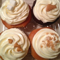 Photo taken at Jarets Stuffed Cupcakes by Jay K P. on 7/28/2013
