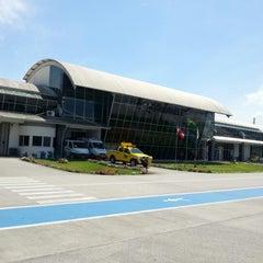 Photo taken at Aeroporto de Joinville / Lauro Carneiro de Loyola (JOI) by Marcelo F. on 11/29/2012