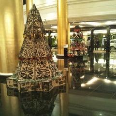 Photo taken at Dusit Thani Manila by De Vallion P. on 11/26/2012