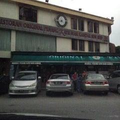 Photo taken at Restoran Original Penang Kayu Nasi Kandar by Ajay on 12/24/2012