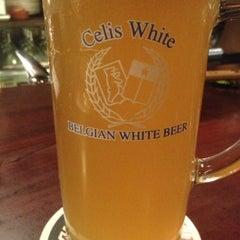 Photo taken at 麦酒本舗 by Haruhiko Y. on 12/19/2012