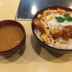 Photo taken at にいむら 大久保店 しゃぶしゃぶ とんかつ by Hiroshi N. on 8/11/2014
