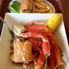 Photo taken at Peter's Clam Bar & Seafood Restaurant by Jane H. on 6/23/2013