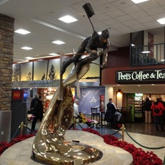 Photo taken at Reno-Tahoe International Airport (RNO) by leon s. on 12/18/2012
