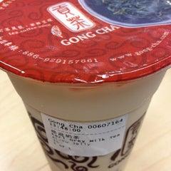Photo taken at Gong Cha 贡茶 by Karen W. on 10/31/2013