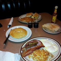 Photo taken at Denny's by Ariana B. on 12/6/2012