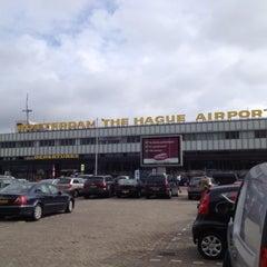Das Foto wurde bei Rotterdam The Hague Airport (RTM) von Stephanie H. am 4/12/2013 aufgenommen