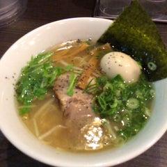 Photo taken at 牛骨ラーメン 香味徳 by futoshi on 6/30/2015