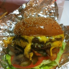 Photo taken at Mooyah Burger by Tammy M. on 12/14/2012