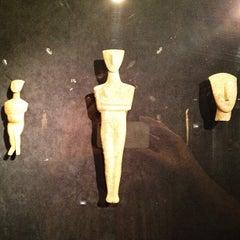 Photo taken at Μουσείο Κυκλαδικής Τέχνης (Museum of Cycladic Art) by Alexia K. on 4/17/2013