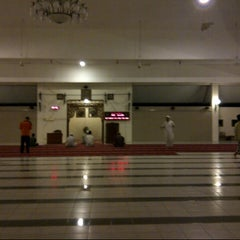 Photo taken at Masjid Baiturozaq Citraland by Basuki' H. on 2/23/2013