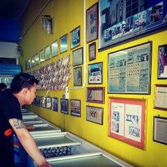 Photo taken at Kek Lapis Sarawak - Siti Payung by Joth L. on 6/2/2013