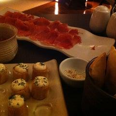 Photo taken at Restaurante Arola Vintetres by Célia O. on 1/16/2013