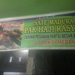 Photo taken at Sate Madura Pak Haji Rasyidi by Nietha N. on 4/11/2013