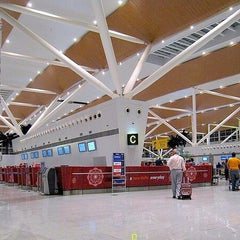 Photo taken at Indira Gandhi International Airport (DEL) by Yusri Echman on 11/8/2012