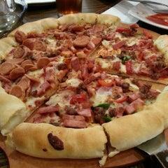 Photo taken at Pizza Hut by fransiska n. on 3/26/2013