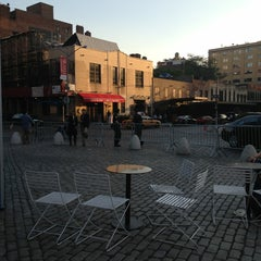 Photo taken at Gansevoort Plaza by Ana @YummyAna on 5/16/2013