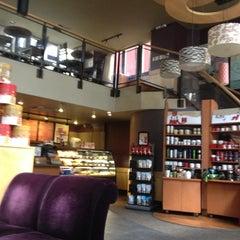 Photo taken at Starbucks by Edivan L. on 11/18/2012